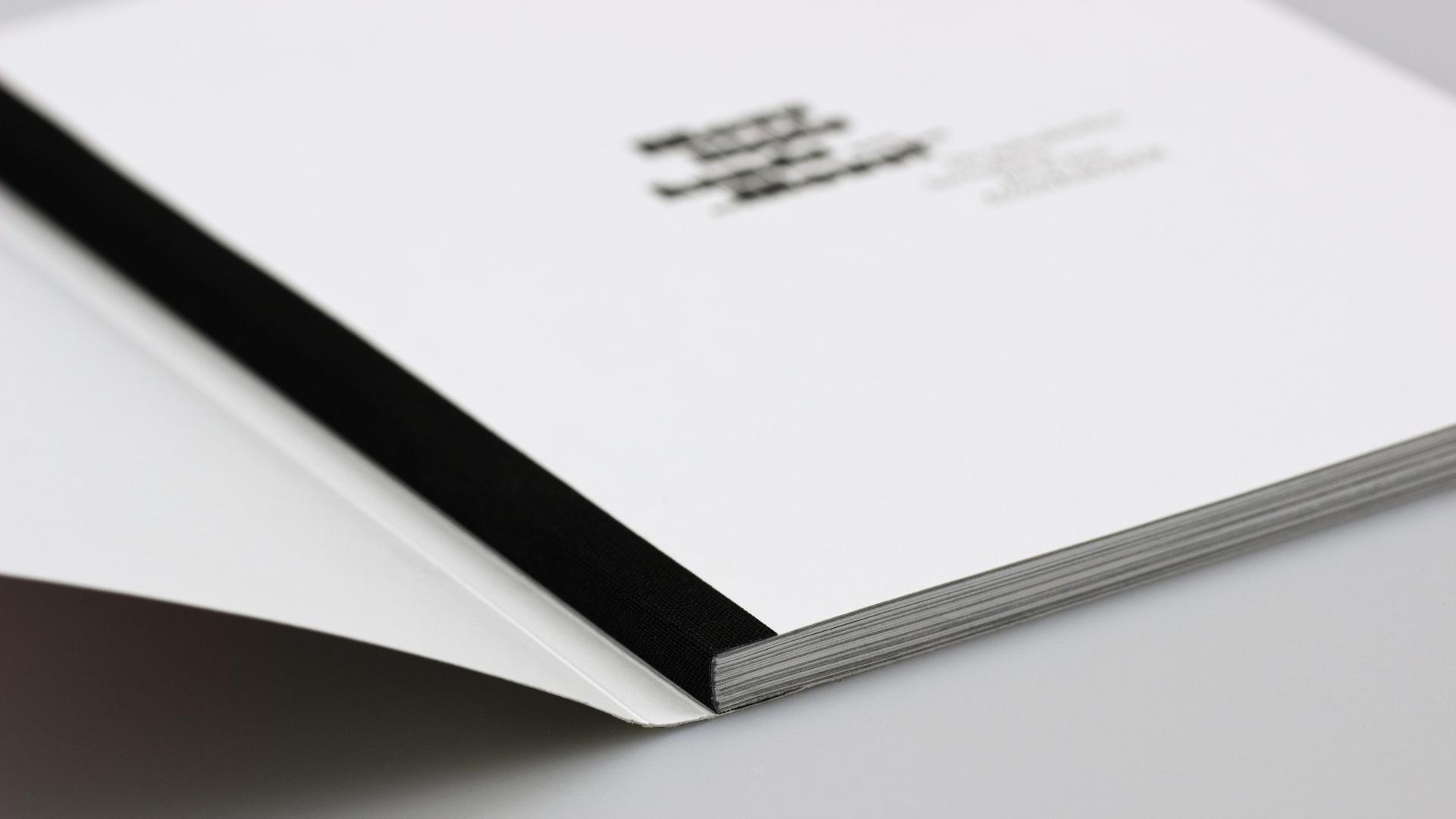 Schweizer Broschur mit farbigem Fälzelband